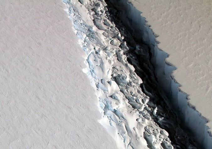 NASA image of the Larsen C rift 11-2016