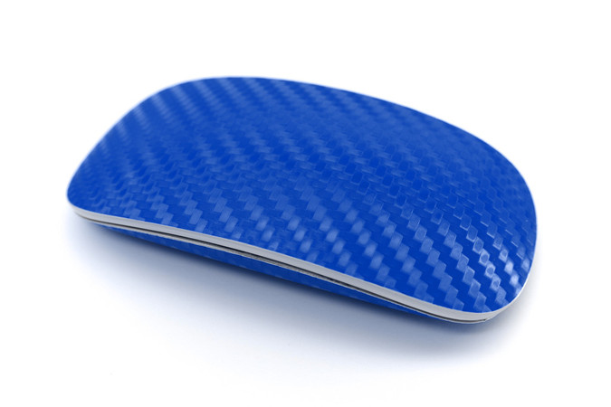 This is an Apple mouse with a carbon fiber wrap in blue. Ah, blue carbon.